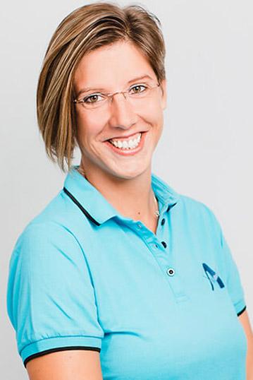 zahnarzt-koenigsbrunn-anselm-team-Melinda-Mayerhofer