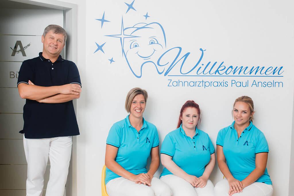 zahnarzt-koenigsbrunn-anselm-praxis-team